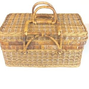 Vintage Wicker PICNIC BASKET Sewing Folding Lock